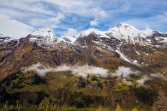 Montaña, nieve, cielo y nube - en la manera a GrossGlockner Fotografía de archivo libre de regalías