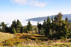 Montaña, nubes y Mountain View gigantes Foto de archivo libre de regalías