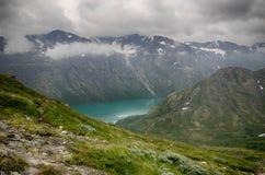 Montaña que camina en Noruega Foto de archivo libre de regalías