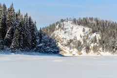 Montaña Red River en invierno fotos de archivo