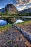 Montaña reflejada Imagenes de archivo