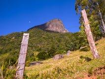 Montaña rocosa en el Brasil - Pedra hace Bau fotos de archivo