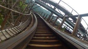 Montaña rusa de madera almacen de video