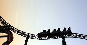 Montaña rusa en parque de atracciones Fotografía de archivo libre de regalías