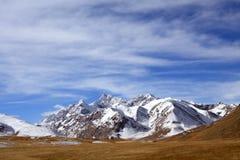 Montaña salvaje de la nieve en Kirguistán Imagen de archivo libre de regalías
