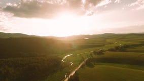 Montaña Serbia, antena de Zlatibor de la luz del sol de la puesta del sol metrajes