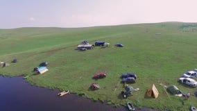 Montaña Serbia de Zlatibor, acampando por el lago almacen de video