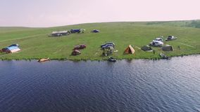 Montaña Serbia de Zlatibor, acampando por la antena del lago almacen de video