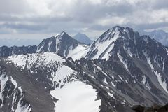Montaña sobre el glaciar de Dugoba, Pamir-alay Fotos de archivo libres de regalías