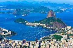 Montaña Sugarloaf y Botafogo en Rio de Janeiro, el Brasil foto de archivo