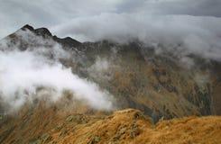 Montaña tempestuosa Fotos de archivo libres de regalías