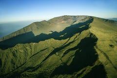 Montaña verde de Maui. Fotos de archivo libres de regalías
