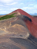 Montaña volcánica roja foto de archivo
