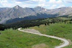 Montaña y camino fotos de archivo libres de regalías