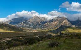 Montaña y campo hermosos, verano en Nueva Zelanda. fotos de archivo