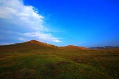Montaña y cielo imagenes de archivo