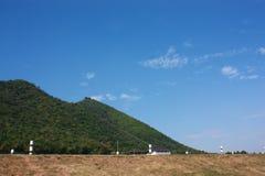 Montaña y cielo Imágenes de archivo libres de regalías