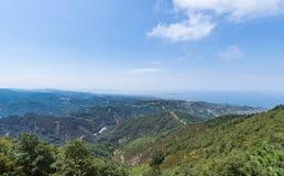 Montaña y Forest Scenic Imagen de archivo libre de regalías