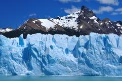 Montaña y glaciar foto de archivo