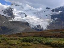 Montaña y glaciar de la bóveda de la nieve Foto de archivo libre de regalías