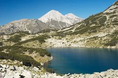 Montaña y lago Imagenes de archivo