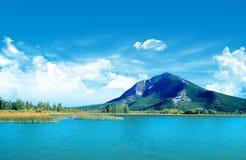 Montaña y lago Fotos de archivo
