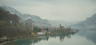 Montaña y lago Imágenes de archivo libres de regalías