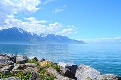 Montaña y lago geneva Foto de archivo libre de regalías