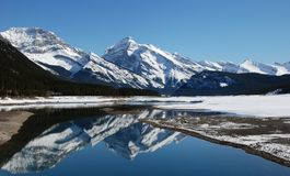 Montaña y lagos en Rockies fotos de archivo