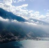 Montaña y mar Foto de archivo libre de regalías