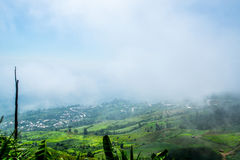 Montaña y niebla Imagenes de archivo