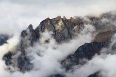 Montaña y nubes Imagen de archivo
