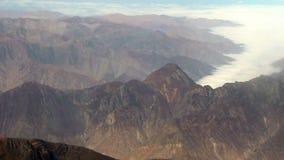 Montaña y nubes aéreas sobre Peru South America metrajes
