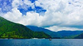 Montaña y océano 1 Imagen de archivo libre de regalías