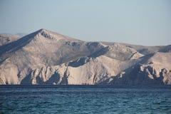 Montaña y paisaje del mar Foto de archivo