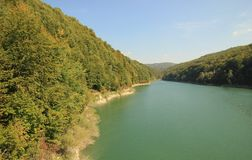 Montaña y paisaje del río Imagen de archivo libre de regalías