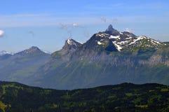 Montaña y Pointe Percée de Aravis foto de archivo libre de regalías