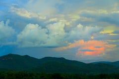 montaña y puesta del sol Foto de archivo