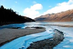 Montaña y río de la nieve Imagen de archivo libre de regalías