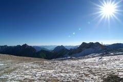 Montaña Zugspitze, Alemania de la nieve. Imagen de archivo