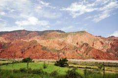 Montañas además del río amarillo foto de archivo
