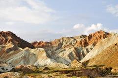 Montañas además del río amarillo imagen de archivo libre de regalías