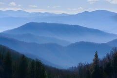 Montañas ahumadas imagen de archivo libre de regalías