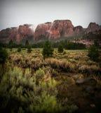 Montañas ahumadas imagenes de archivo