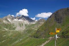 Montañas alpestres del verano Foto de archivo