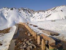 Montañas alpinas de Japón de la ruta de Tateyama Kurobe, Toyama, Japón Imágenes de archivo libres de regalías