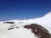Montañas alpinas de Japón de la ruta de Tateyama Kurobe, Toyama, Japón imagen de archivo libre de regalías
