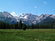 Montañas alpinas del prado y del diente de sierra cerca de Stanley, Idaho 2 Fotos de archivo libres de regalías