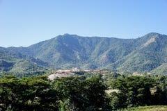 Montañas alrededor de la mina del EL Cobre, Santiago De Cuba Fotografía de archivo