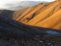 Montañas amarillas fotografía de archivo libre de regalías